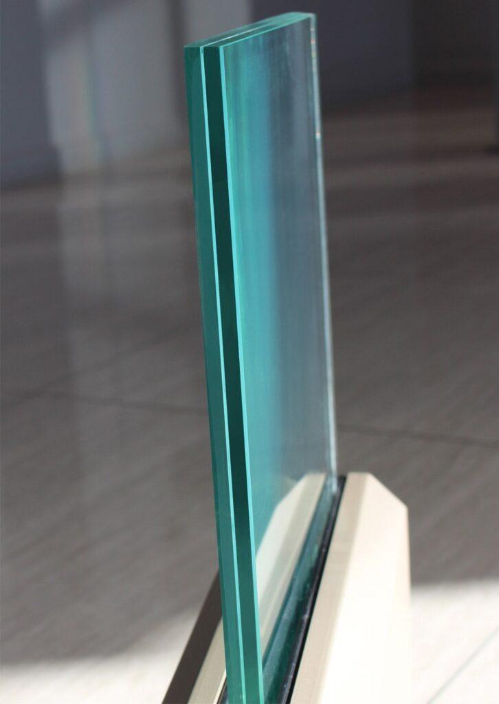 Vonalmenti üvegkorlát szerkezet